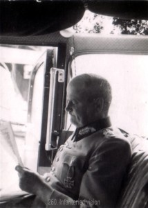 Der erste Kommandeur der 260. Infanteriedivision, Generalleutnant Hans Schmidt