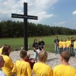 Mit den Jugendlichen auf dem Soldatenfriedhof Berjosa