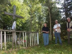 Am Friedhof von Charinki