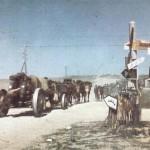 150-мм гаубицы на марше. Дивизионная эмблема отчетливо видна на придорожном указателе. (CCCР, лето 1941г.).