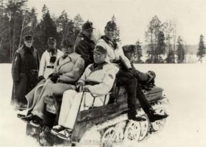 auf dem Kettenkrad sitzen General von Tippelskirch - General Schlüter und Major Strohm