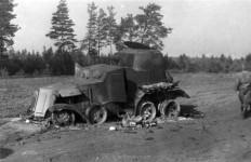 abgeschossener sowjetischer Panzer bei Romanischtsche