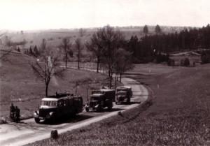 Fahrzeuge der Division im Landmarsch bei Donaueschingen