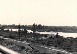 Die am 07. Oktober 1939 durch französische Truppen gesprengte Brücke bei Neuenburg