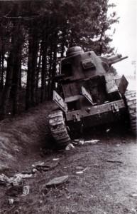 zerstörter französischer Panzer