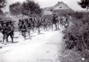 Infanteriekolonnen auf dem Vormarsch