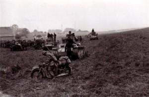 Panzer in Bereitstellung vor dem Überqueren der Aisne