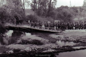 Infanterie überquert die Aisne