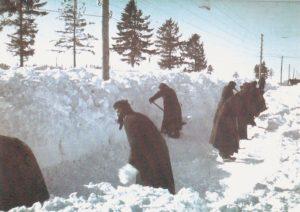 Stellungsbereiche werden von Schnee befreit
