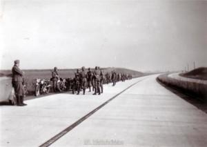 Teile der Division auf dem Marsch