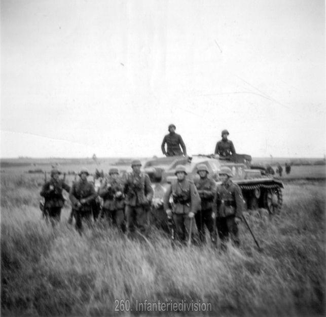 Sturmgeschütz und Infanterie