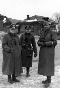 Am Gefechtsstand des Grendaierregiments 480 - von links Oberst on Parseval - Oberleutnant Erbe - Hauptmann Labrenz