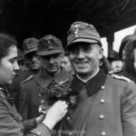 Hauptmann Vincon am Stuttgarter Hauptbahnhof im November 1943