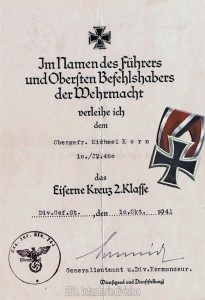 Die Verleihungsurkunde zum Eisernen Kreuz zweiter klasse und das EK II