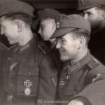 mit RK OG Foldenauer, ganz rechts: Albert Schober bei Daimler Benz im November 1943