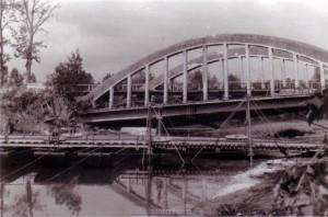 Die Aisne-Brücke in Château-Porcien in Juni 1940