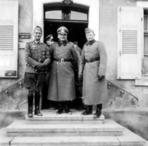 Le colonel Oppenländer (à droite) avec le colonel Fremerey (à gauche) et OTL Wenninger (au centre)