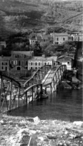 Die gesprengte Brücke über die Maas bei Monthermé am 27.5.1940