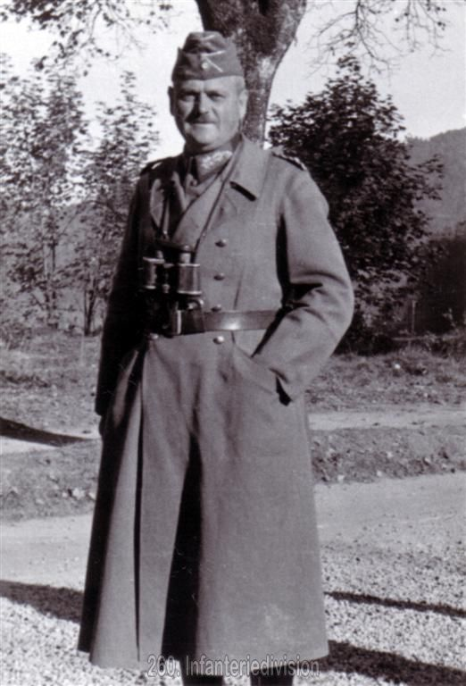 Der erste Divisionskommandeur, Generalleutnant Hans Schmidt