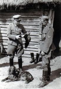 Dieses Bild entstand am 16.4.1943. Es zeigt meinen Großvater mit dem Divisionskommandeur General Hahm in Uspech