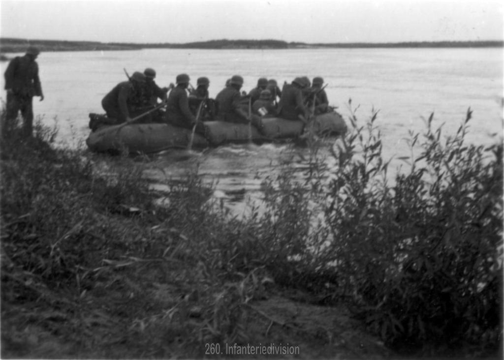 Vorhuten überqueren den Fluss
