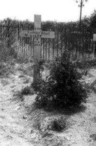 Das Grab von LT Schall am Friedhof Dricourt am 11.06.1940