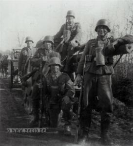 1940, Ausbildung in Frankreich (vorn rechts Max Feth)