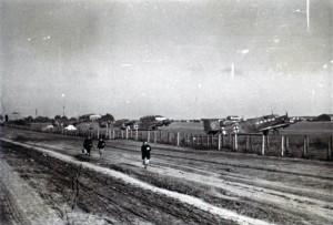 1941 Feldflugplatz an der Rollbahn 1