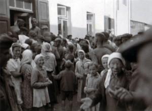 19410715 Brotverteilung an Juden in Kleck 02