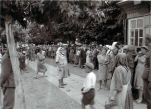 19410715 Brotverteilung an Juden in Kleck 03