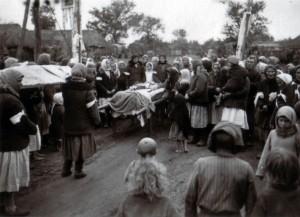 19410913 Beerdigung in Kolitschewka 02
