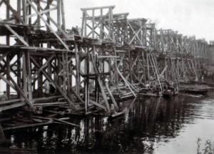 19410914 bei Tschernigow - Brücke über die untere Dessna 01