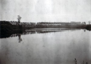 19410914 bei Tschernigow - Brücke über die untere Dessna 02