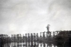 19410914 bei Tschernigow - Brücke über die untere Dessna 04