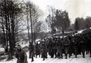 19411230 russische Gefangene auf der Rollbahn I 02
