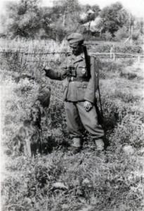 """""""Im Niemandsland ich doch einen Auerhahn fand."""" Geschossen am 28.4.1942 zum Andenken an das schöne Sowjet-Paradies"""