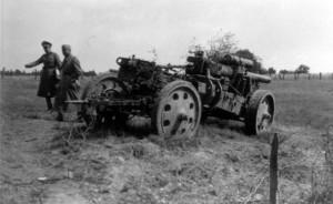 0116 zerstörtes deutsches Geschütz bei Montherme am 27.5.40_1