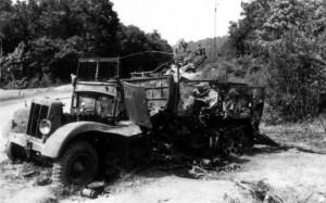 0117 zerstörtes deutsches Fahrzeug bei Montherme am 27.5.40_1