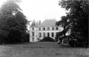 0217 Divisionsstabsquartier Schloß Trouhan am 5.7.40_1