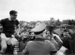 0325 Sportfest beim IR 460 - Maj Grosser gratuliert_1
