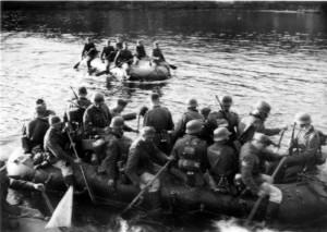 0338 Divisionsübung März '41 - Übersetzen mit Schlauchboot_1