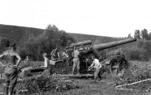 0127 Geschütz wird getarnt_1