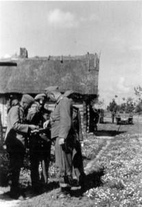 0169 Kommandeur StGschtzKp bei Gen Schmidt_1