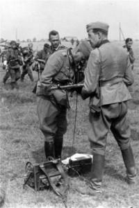 0172 General Schmidt am Feldfernsprecher_1
