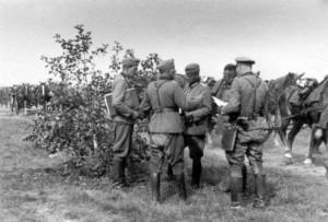 0173 von rechts Hptm Gebhardt - OTL Voigt - Gen Schmidt - O _1