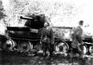 0180 am 6. August 41 durch 7. AR 260 abgeschossener Panzer_1