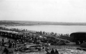 0240 Kriegsbrücke über den Sosh_1