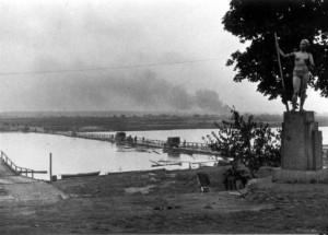0243 Kriegsbrücke über den Sosh_1