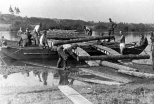 0308 Pioniere beim Brückenbau über die Desna am 2.9.41_1