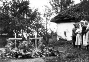 0314 Grab Maj Lorenz u. Olt Neuhaus vom AR 260 in Kisselewka_1